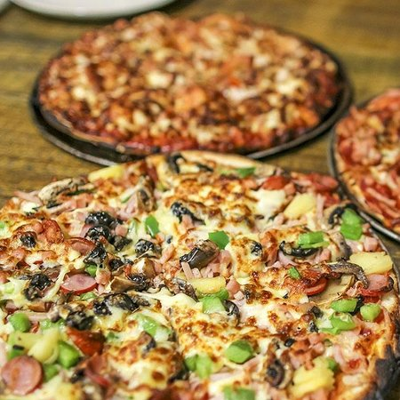The cave wood fired pizza bar - Mackay Tourism