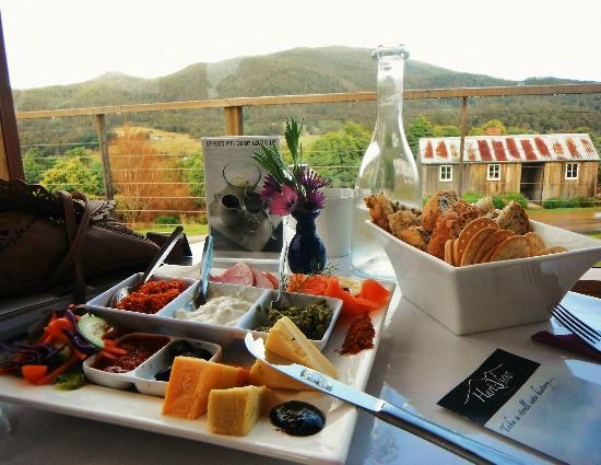 Hartzview Vineyard Cafe - Mackay Tourism