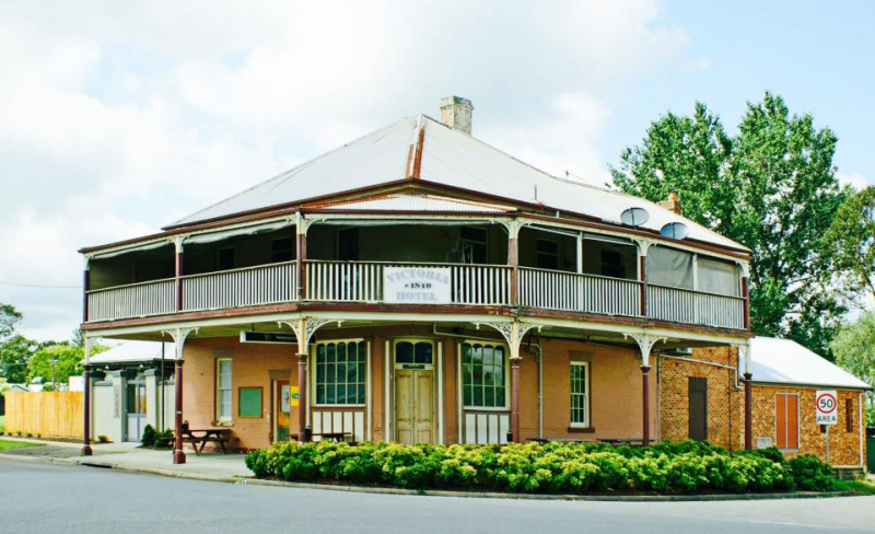 The Victoria Hotel Hinton - Mackay Tourism