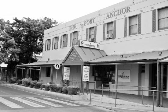 The Port Anchor Hotel - Mackay Tourism