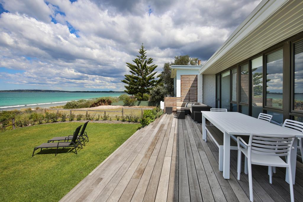 Azure Absolute Beachfront - Pet Friendly - Mackay Tourism