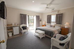 Batemans Bay Manor - Bed and Breakfast - Mackay Tourism